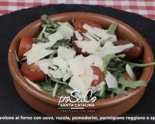 Provolone al horno con huevo, tomates cherry, queso parmesano y speck