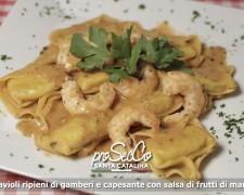 Ravioli rellenos de gambas y vieiras con salsa de mariscos