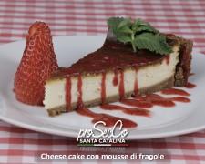 Tarta de queso con salsa de fresa