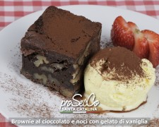 Brownie de chocolate y nueces con helado de vainilla